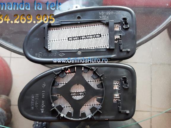 Oglinda de sus este pentru modelul original iar cea de jos pentru modelul aftermarket.